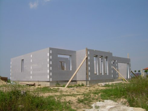 hausbausystem mit schalsteinen schalungssteinen aus styropor. Black Bedroom Furniture Sets. Home Design Ideas
