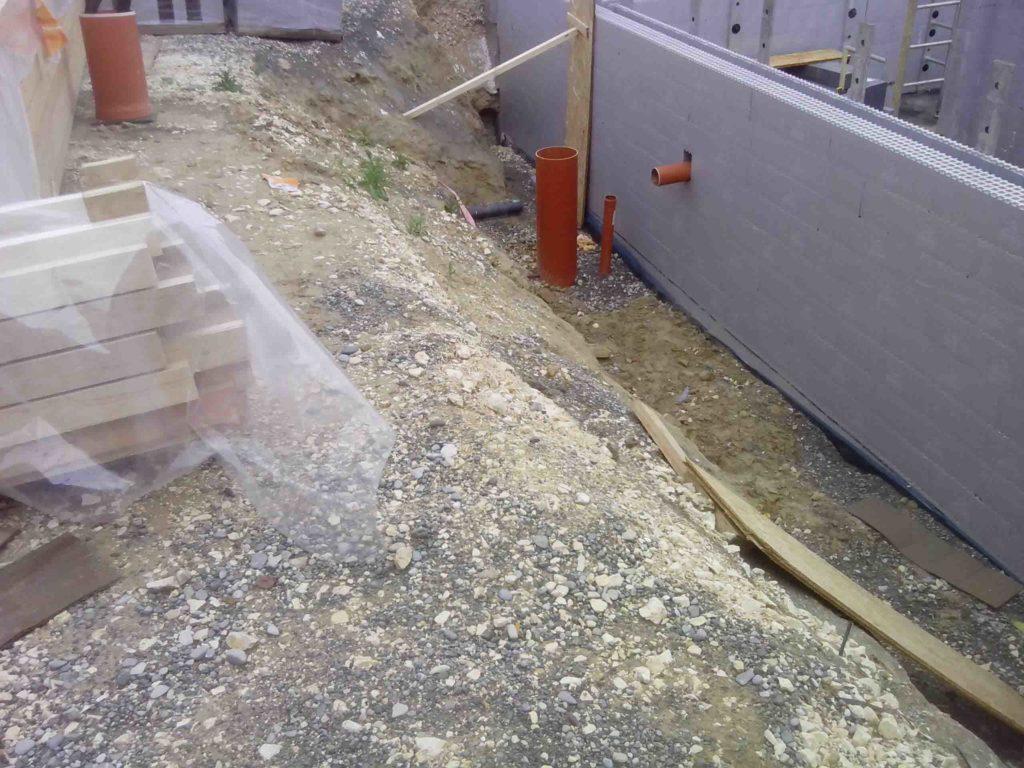Rohrdurchführung an den Passivhausschalsteinen aus Neopor